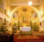 Oltář v kostele  (klikni pro zvětšení)