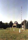Jižní budova a meteorologická stanice  (klikni pro zvětšení)