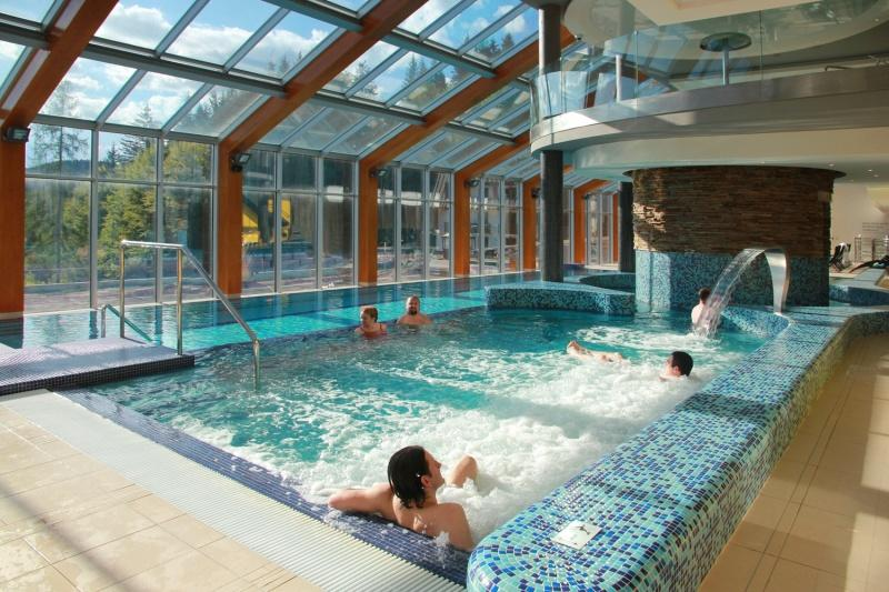 WELLNESS HORAL VELKÉ KARLOVICE - termální bazény