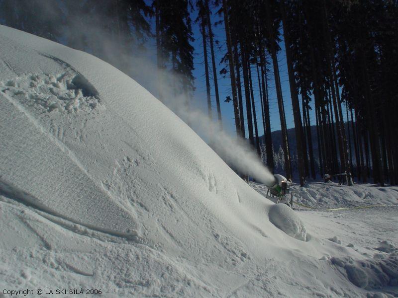 Ski areál Bílá - Příprava terenních muld pro snowpark
