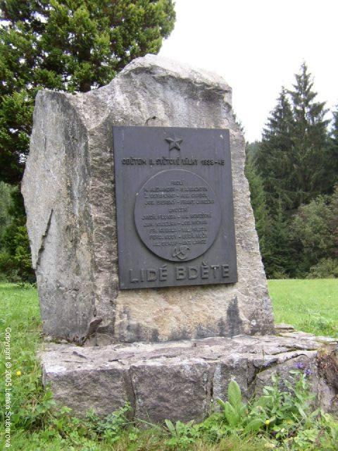 STARÉ HAMRY - Pomník obětem II. svět. války u OÚ