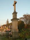Kříž na hřbitově  (klikni pro zvětšení)