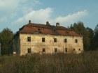 Budova chátrajícího zámku  (klikni pro zvětšení)